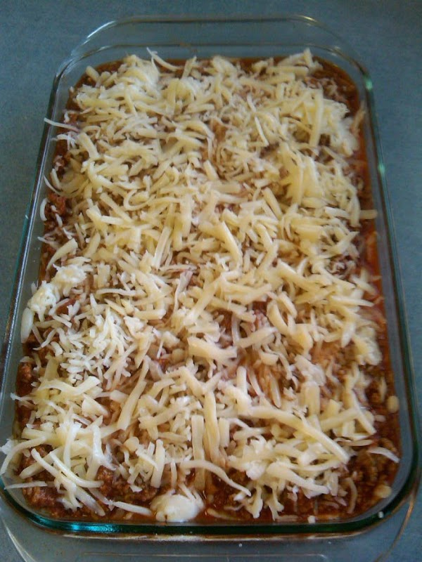 Final layer is pasta, rest of the meat sauce, last of the canned mushrooms,...