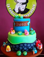Photo: Tarta Angry Birds. Una de las mejores tartas de Atelier de Tartas. Por fuera, espectacular. Y por dentro, deliciosa. !En su conjunto, una tarta de lujo!, para La Fabrica de Chocolate