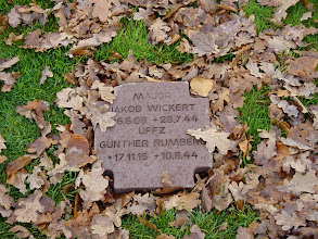 Photo: The grave markers themselves are more subtle than at Colleville.