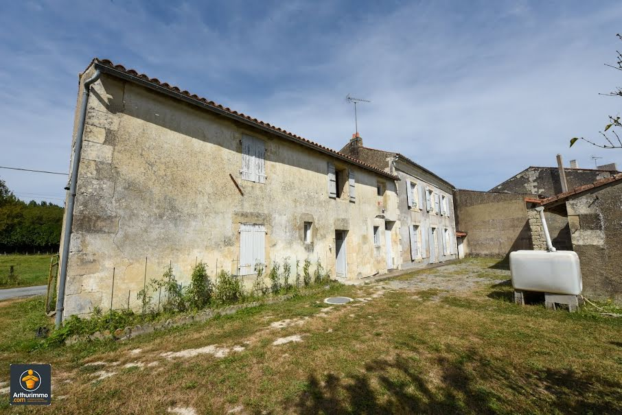 Vente maison 5 pièces 136 m² à Epannes (79270), 137 800 €
