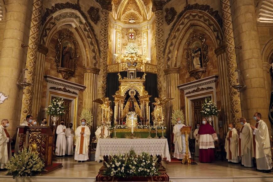 La Misa ha sido celebrada por el obispo de la Diócesis de Almería,  Adolfo González Montes