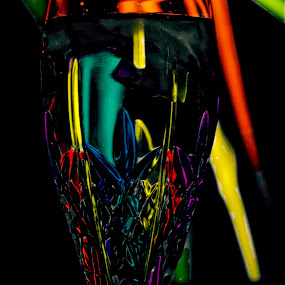 Primary colors by Inge Hawkins - Artistic Objects Glass ( #red_yellow-green_and_blue, #glass_and_lights, #primary_colors,  )