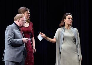 """Photo: WIEN/ Theater in der Josefstadt: """"VOR SONNENUNTERGANG"""" von Gerhard Hauptmann. Premiere 3.9.2015. Siegfried Walther, Marina Senckel, Martina Stilp. Copyright: Barbara Zeininger"""