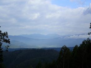 野伏ヶ岳(中央右)、小白山(中央左)