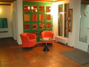 Photo: Sitzgelegenheit im Eingangsbereich