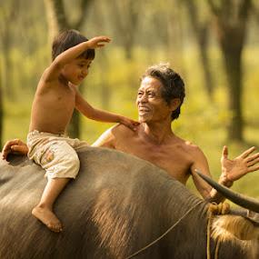 Laugh of loud by Suardhito Pratama - People Family ( dad with kids )