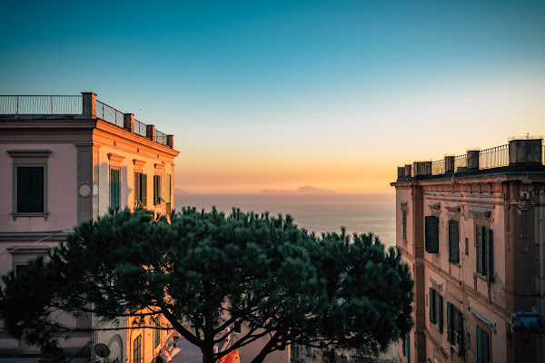 Capri in between buildings di Obscurenotion