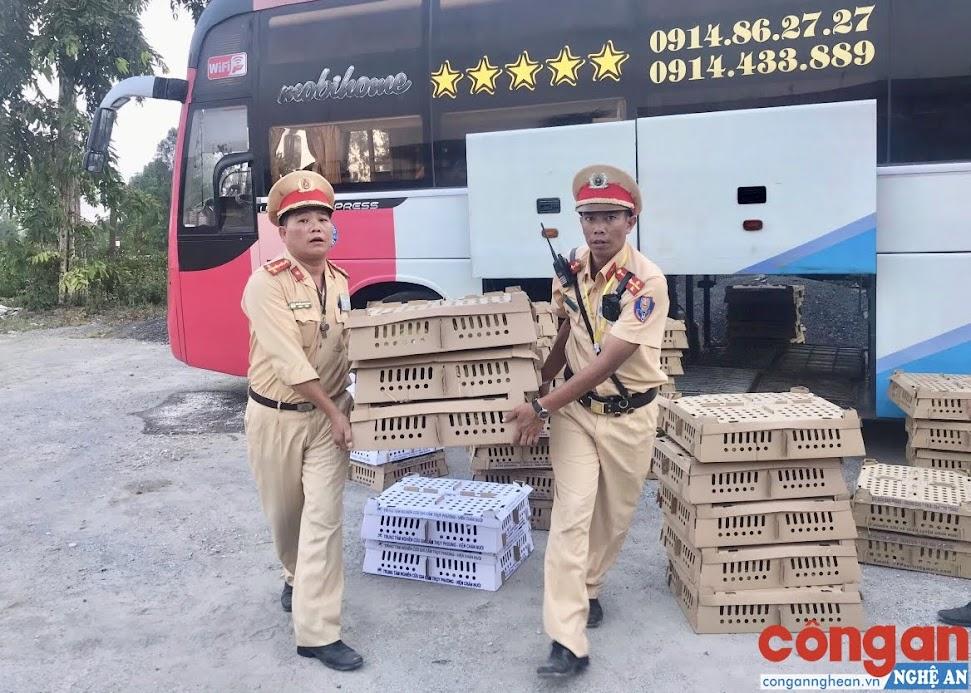 Vụ việc được tổ TTKSGT Công an huyện Hưng Nguyên lập biên bản, xử lý theo quy định của pháp luật