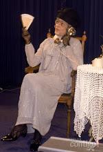 """Photo: Chico apresentou-se para o ex-presidente João Figueiredo caracterizado de Maria Salomé.  A personagem era uma professora gaúcha nascida em Passo Fundo. """"Barbaridade, tchê"""" era o bordão usado pela personagem"""