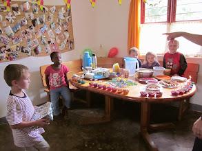 Photo: Ons buurmeisje Lea is jarig.