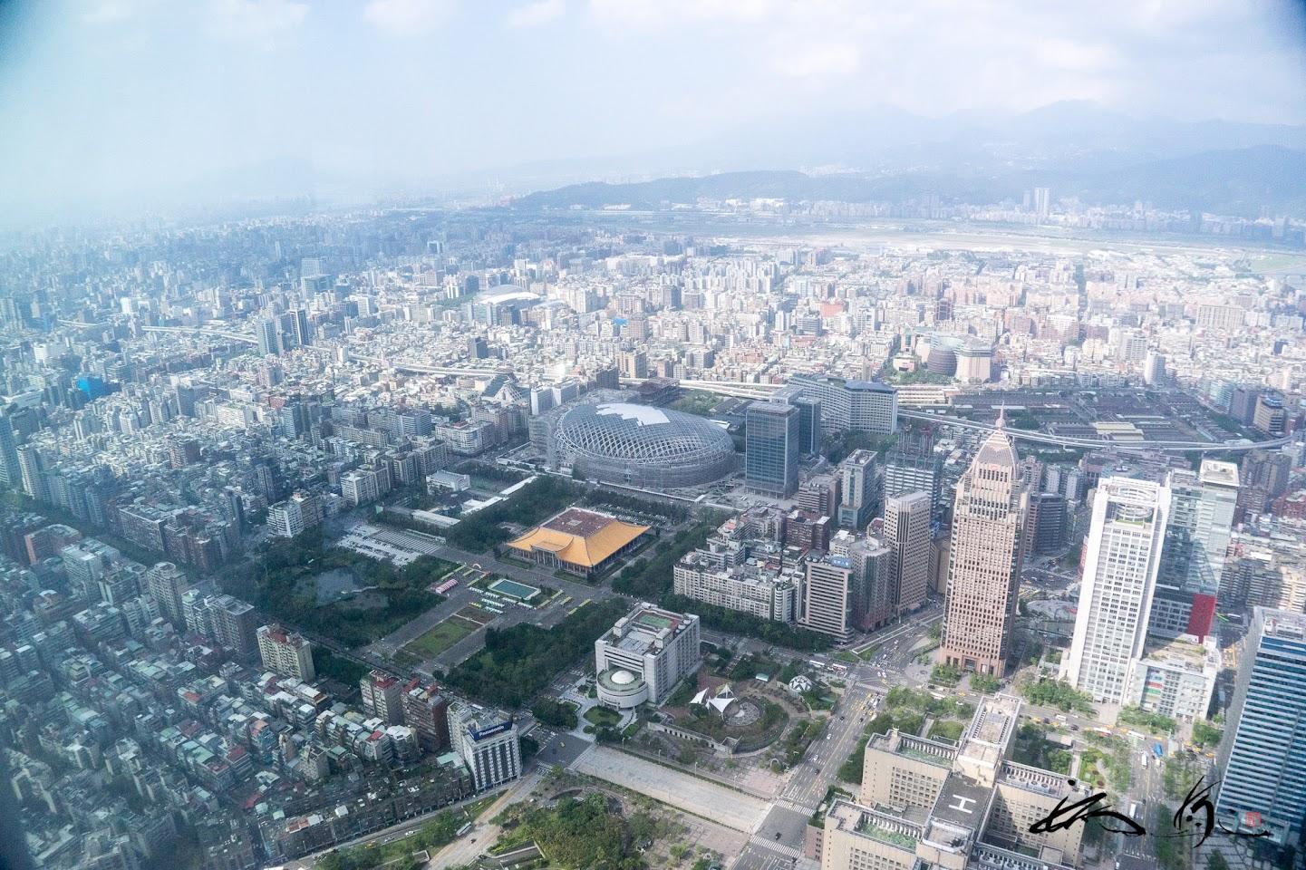 台北ドームを望む