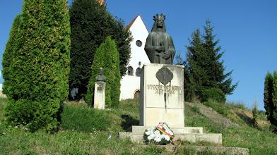 Photo: Bustul in bronz a voievodului Stefan cel Mare A fost ridicat cu aprobarea lui Nicolae Iorga - (1871-1940)    şi finanţat de scriitorul moldovean Gheorghe Sion - (1882-1892). http://www.ziarulfaclia.ro/turism-la-sfirsit-de-saptamina-m-am-suit-in-dealul-clujului/ http://www.manastirea-feleacu.ro/biserica.html (2012.08.14)