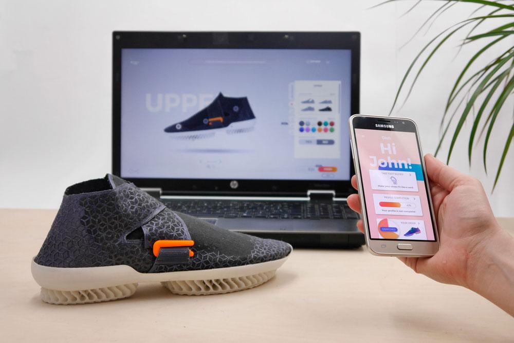 Gronowicz и Motylinska также разработали специальное приложение, которое позволяет пользователям создавать свои собственные ботинки.