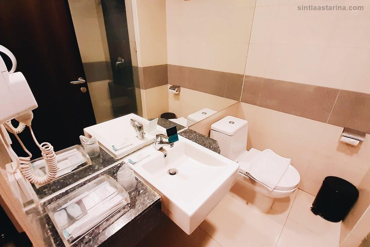 Menginap di Hotel California Bandung