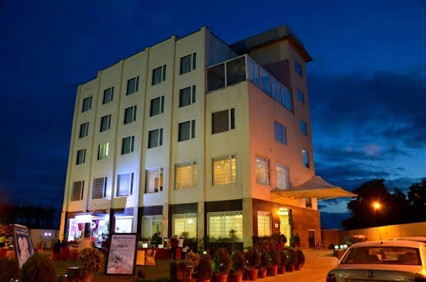 Hotel The Royal Bharti
