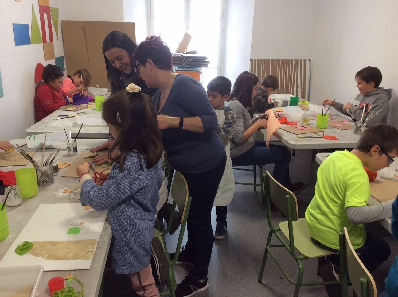 """Los más pequeños trabajan con el relieve en una nueva entrega de """"Sabadeo de Museo"""""""