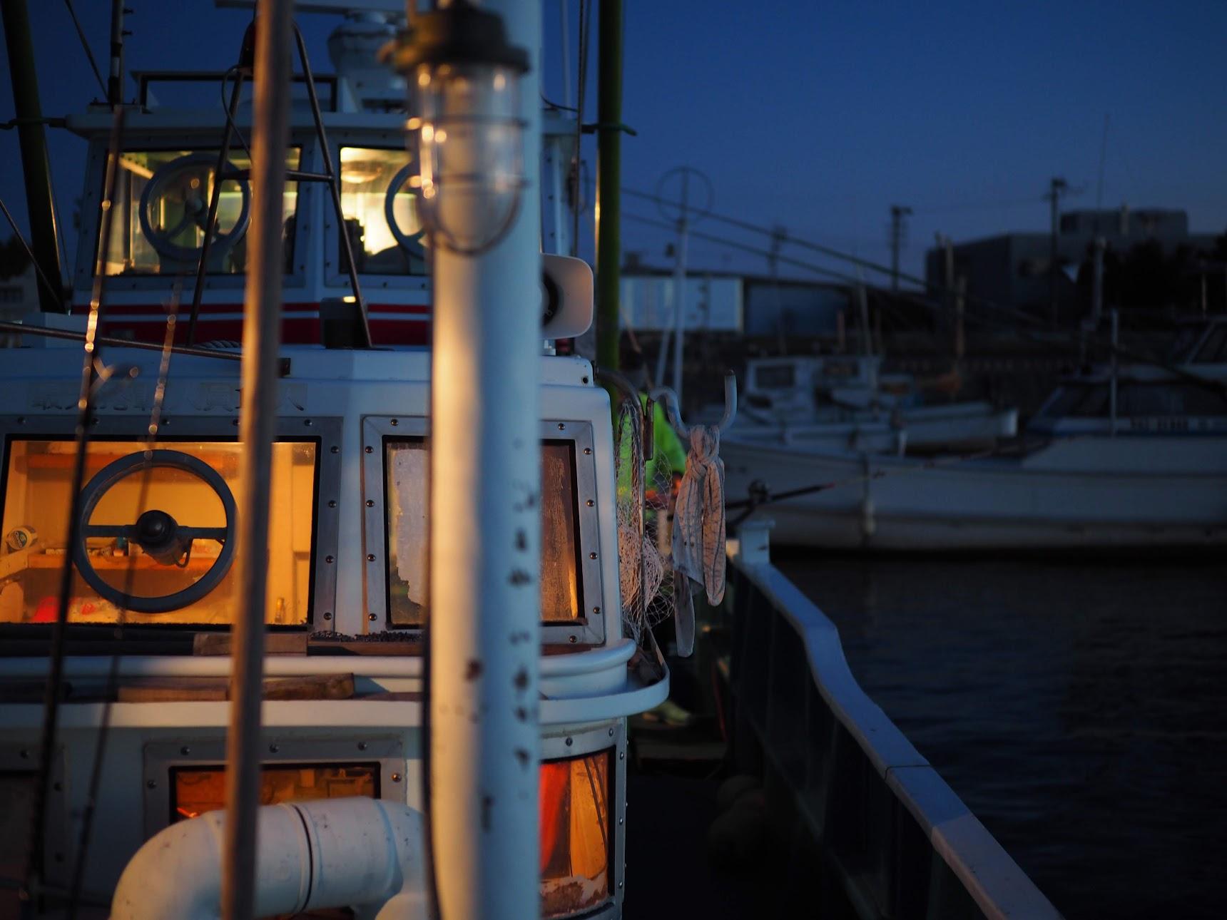 夜明け前の船の様子