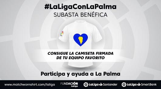 El Almería subasta sus camisetas