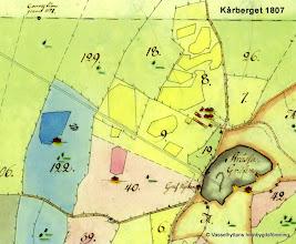 Photo: Stråssa gruva 1807. De 2 parallella linjerna är konstgången som fick sin kraft från vattenhjulet i Storån, Vasselhyttan