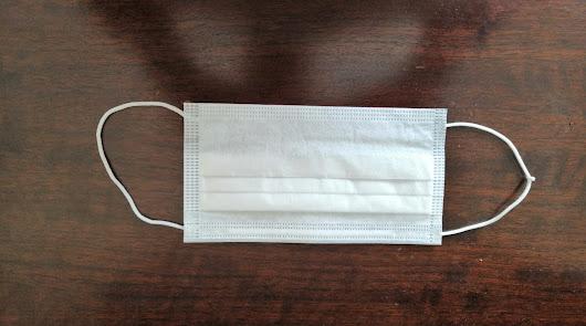 Enfermeros de salud mental reciben mascarillas de papel contra el coronavirus