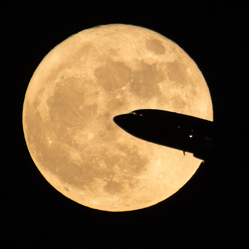 Qantas' Cosmic Supermoon Flight Sells Out In 2.5 Minutes
