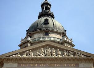 Photo: A timpanon  a kupola  körkilátójával