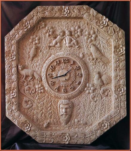 Reloj ornamental. Talla en madera