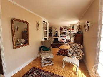 Maison 11 pièces 202 m2