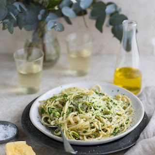 Lemony Linguini With Zucchini 'noodles'.