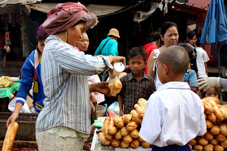 Photo: Year 2 Day 47 -  Bread Vendor in Sisopon (Cambodia)