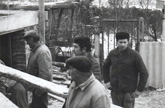 Photo: 1970-es évek, A fogorvosi ház átalakítása,  építése az Alsó utcában. A fotót készítette Dr. Bartha Zoltán fogorvos. A képen Szabó László, Kósa Ernő, Nagy Károly, Bödők János.