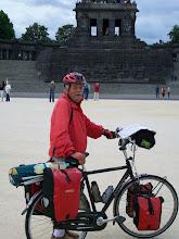 Photo: 3e Dag, zaterdag 18 juli 2009; Remagen - Sankt Goar Dag afstand: 84,4 km, Totaal gereden: 299 km.. De Deutsche Eck bij Koblenz. waar de Moesel in de Rijn komt.