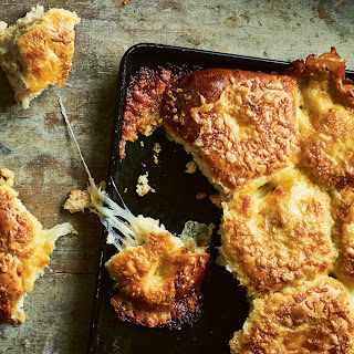 Massively Cheesy Cheese And Garlic Pull-Apart Rolls.