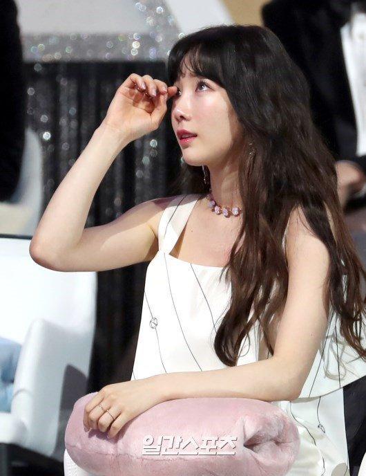 Taeyeon menangis