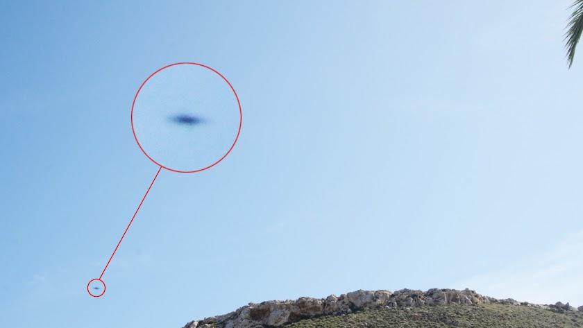 Imágenes de los OVNIS avistados en la cala del Cuervo en Las Negras el pasado sábado 5 de octubre.