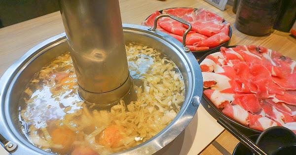 台北高CP值酸菜白肉鍋吃到飽450元~酸的超過癮,加點帝王蟹只要599!!必點豆沙鍋餅,免服務費~西湖捷運站美食