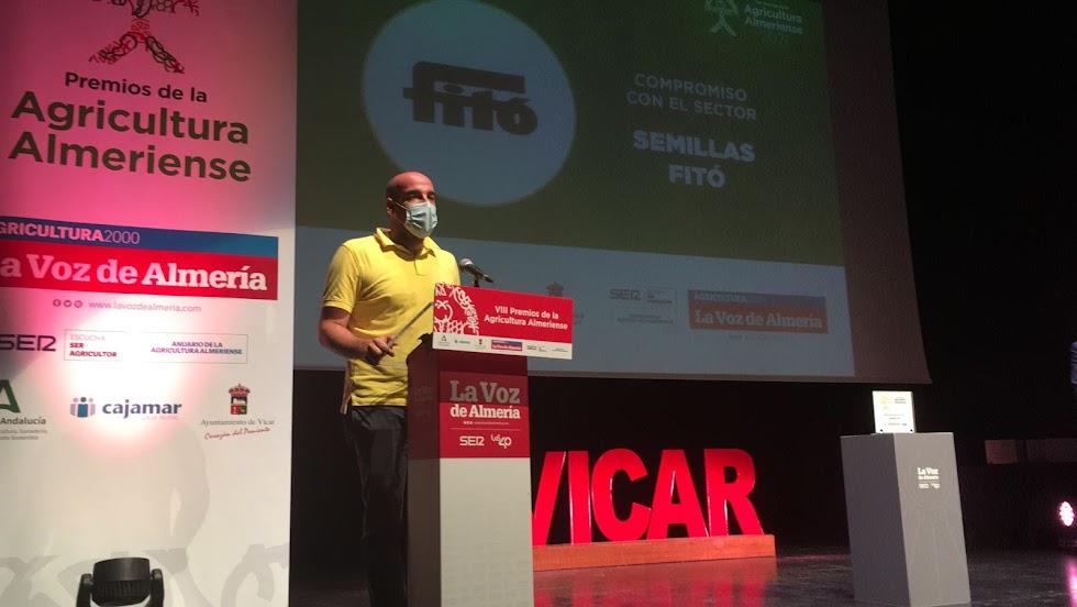 El Premio al Compromiso con el Sector es para Semillas Fitó. Recoge Carlos Fernández.