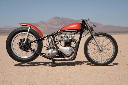 la-vrai-moto-de-bill-carbu-le-model-qui-a-servi-a-denis-sire-et-a-machines-et-moteurs-pour-recreer-l-histoire