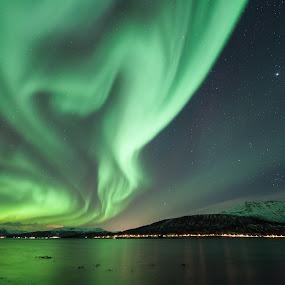 dancing aurora by Benny Høynes - Landscapes Starscapes ( canon, bennyhøynes, northernlights, aurora, boreoalis,  )