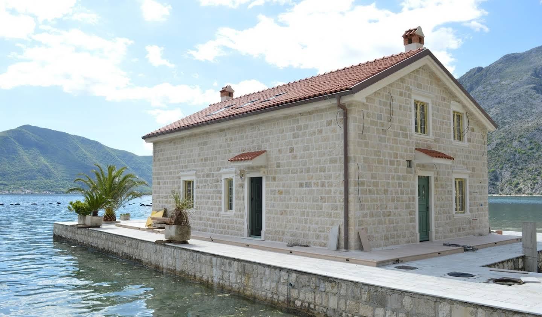 Maison avec terrasse Dobrota