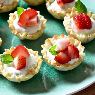 Cold Phyllo Tartlets with Cream Cheese and Dill Toppings.
