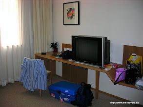 Photo: 2007-09-01. Beijing. Traveller's Inn Hotel. Onze hotelkamer.