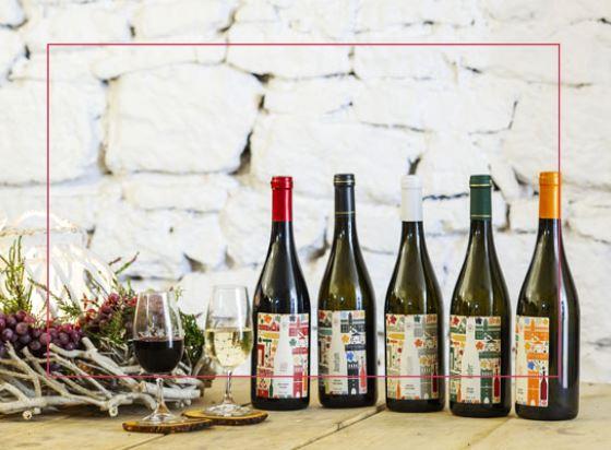 Wina z winnicy z etykietami samoprzylepnymi