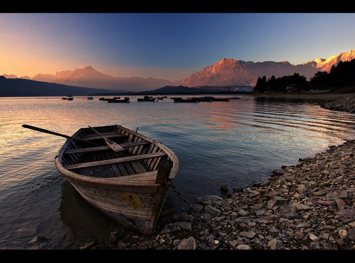 In riva al lago di cyano