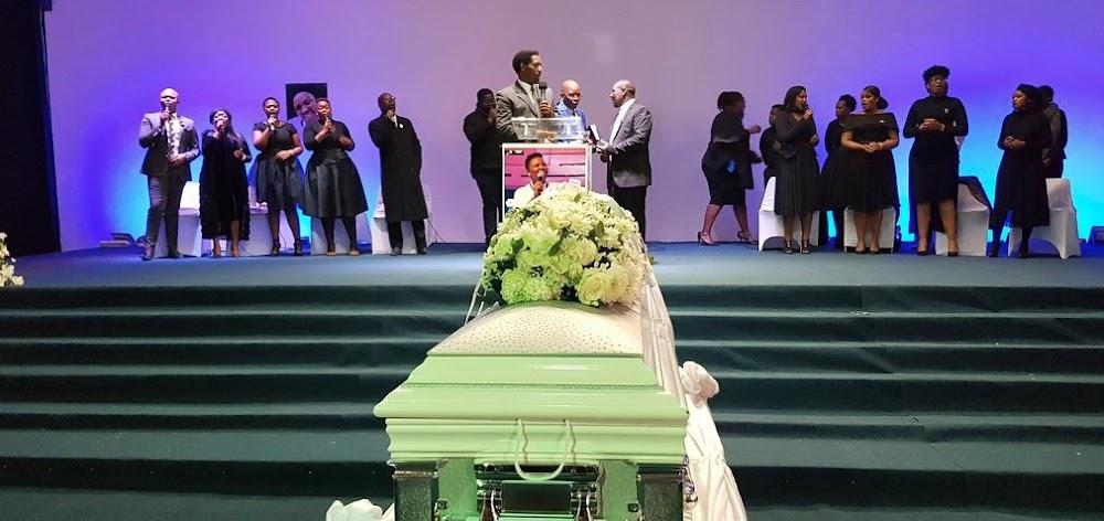 WATCH  Mourners dance & sing around Siyasanga Kobese's casket