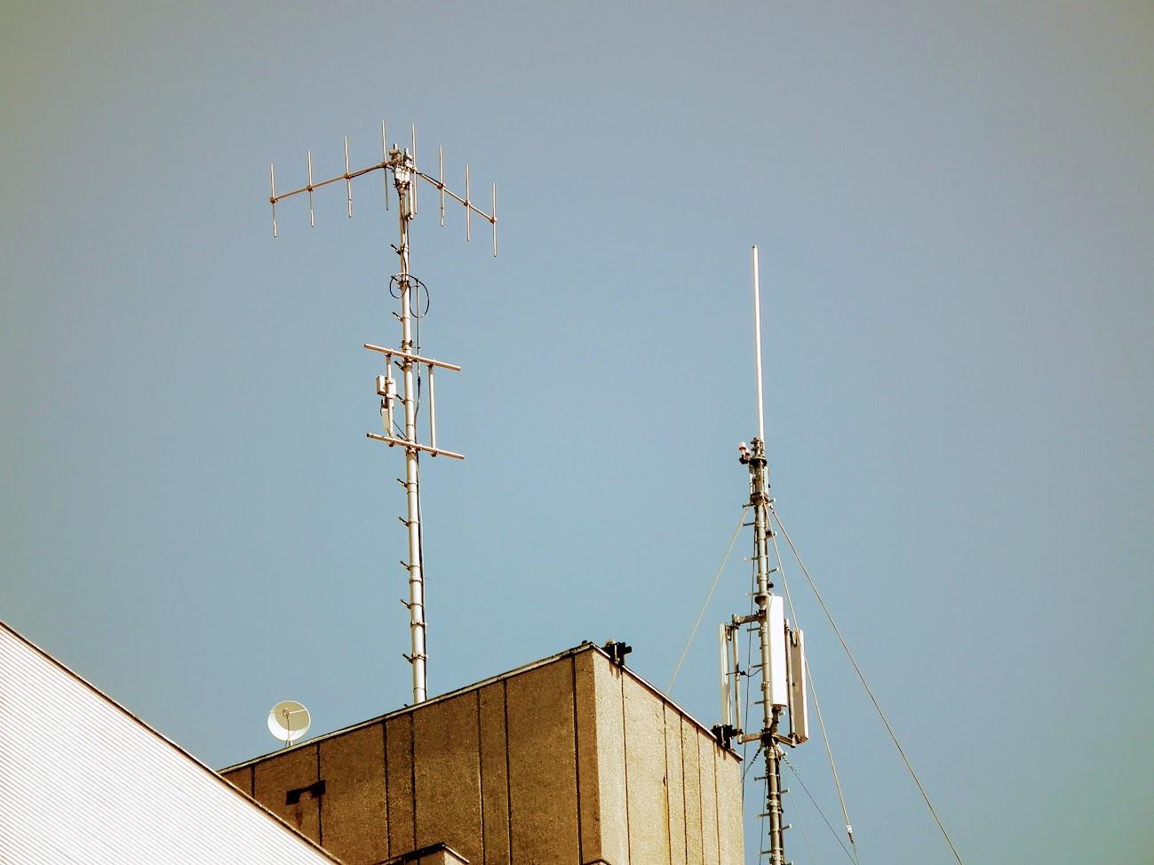 Szolnok/Hild tér, toronyház - helyi URH-FM adóállomás