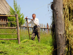 Photo: Visitors can havethemselvesthe opportunity to have a go at scything.