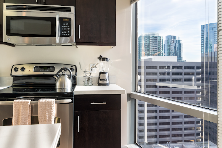Luxury kitchen at Global Luxury Suites at Howard Street