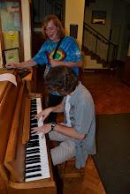 Photo: Matyáš se Štefanem u pianina