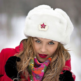 RUSSIAN GIRL by Daniel Kitu - People Portraits of Women ( face, winter, russia, red, girl, posture )